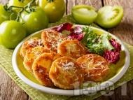 Панирани зелени домати с яйца, брашно и галета